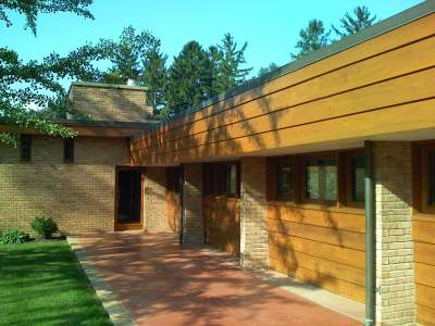 Frank Lloyd Wright, The Mid-Century Modern Muirhead Farmhouse B&B